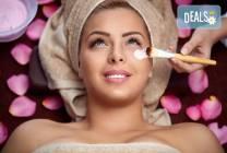 Класическо мануално почистване на лице, пилинг и масаж в студио Нимфея
