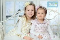 Зимна семейна фотосесия в студио и подарък: фотокнига от