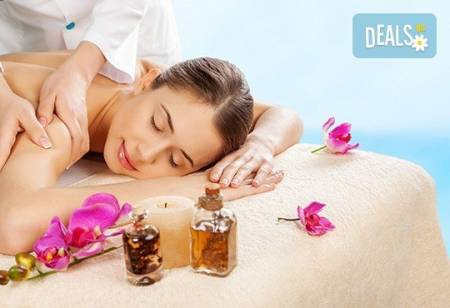 Класически или релаксиращ масаж с ароматни масла на цяло тяло в салон