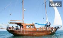 Забавление край Несебър! 90 минути вечерна разходка с яхта или 3 часа