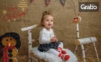 Коледна фотосесия в студио или на открито с ръчно изработени декори -