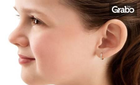 Пробиване на уши и чифт американски медицински обици с антиалергично
